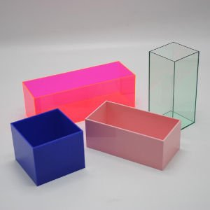 Article about colored shoe boxes